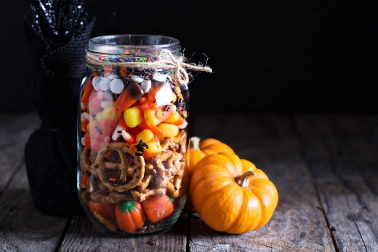 scarecrow crunch snack mix
