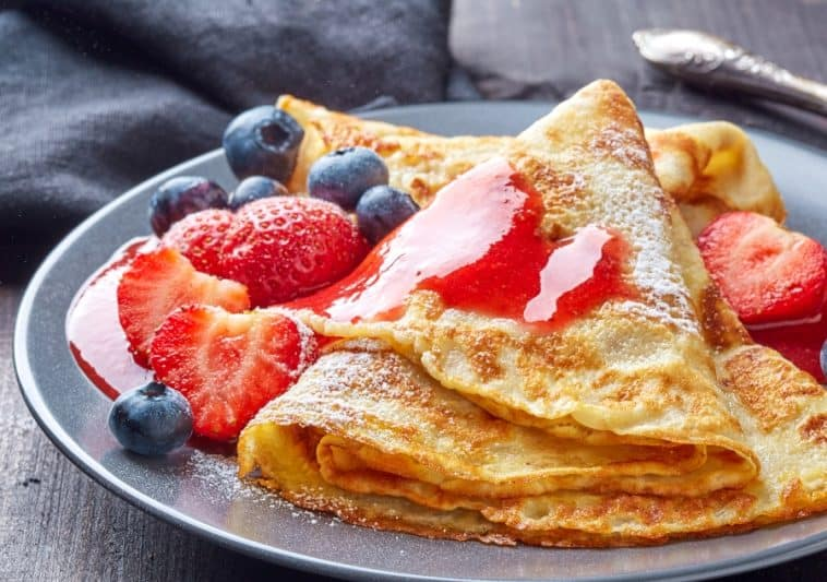 butter free crepes with fruit