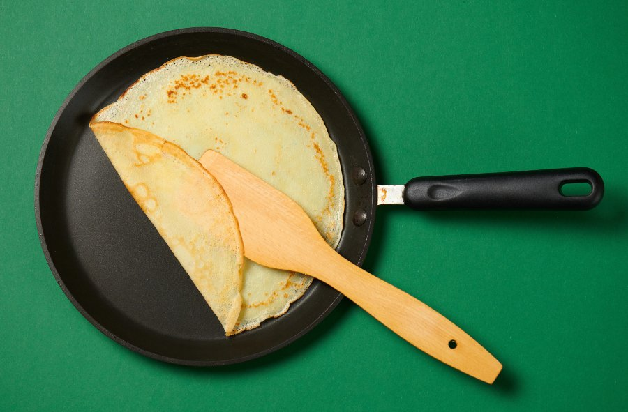 crepe pan with crepe