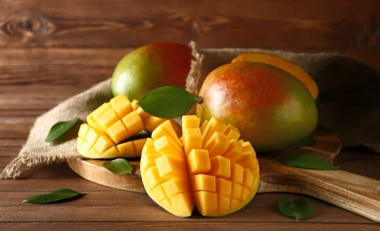 fresh sliced mangos