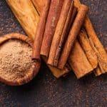 ground and cinnamon sticks