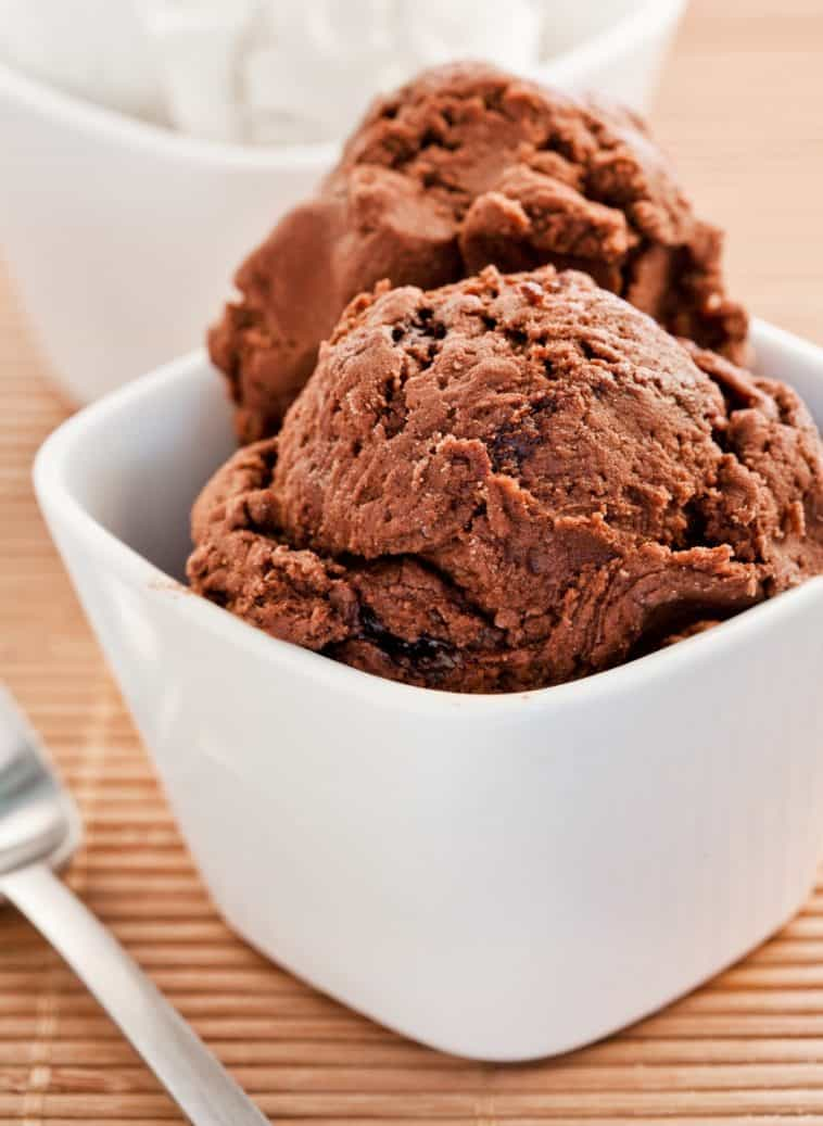 homemade no churn chocolate chunk ice cream
