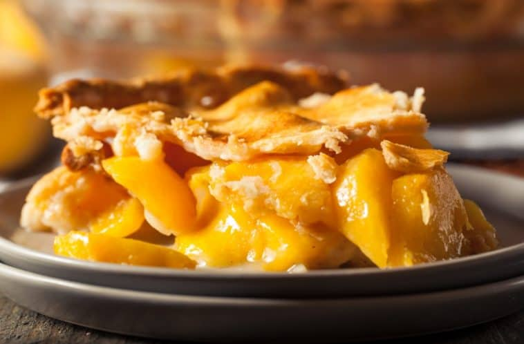 peach pie with fresh filling