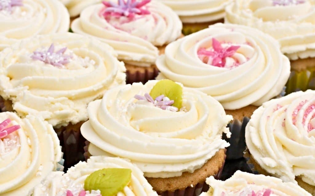 buttercream frosted cupcakes
