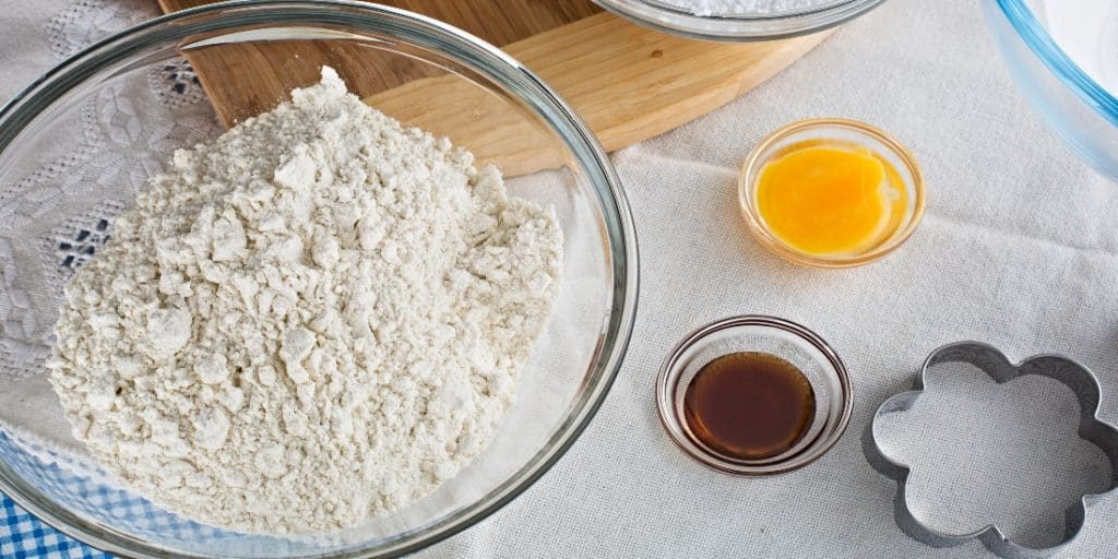 flour butter and vanilla extract
