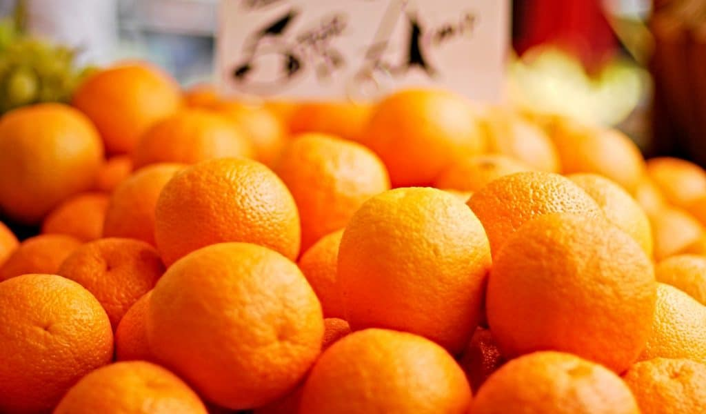 pile of whole oranges