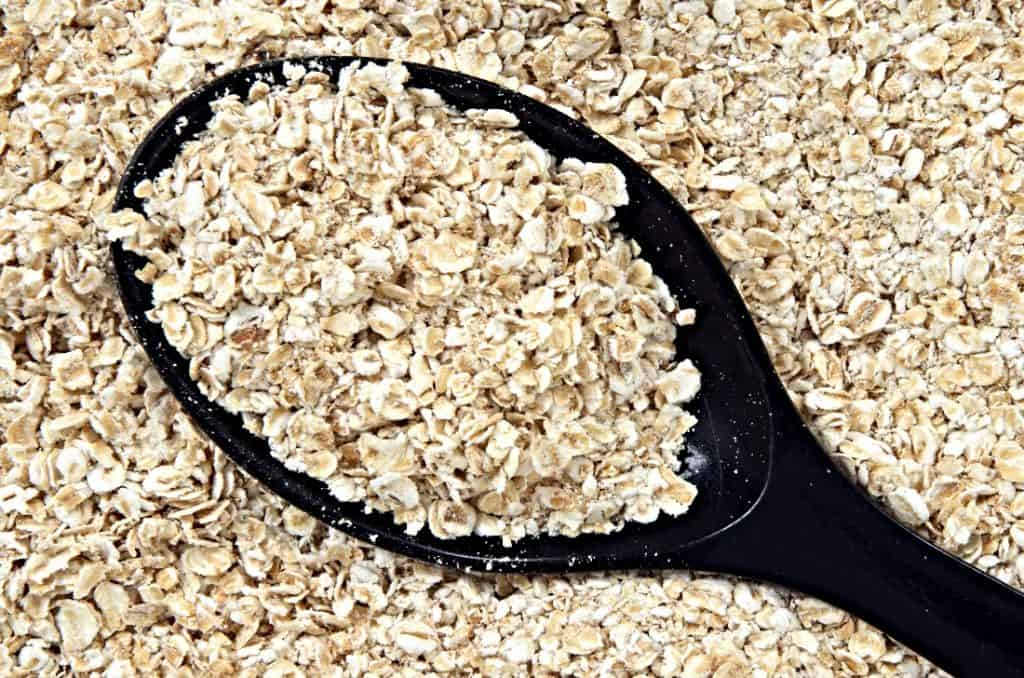 scoop of rolled oats