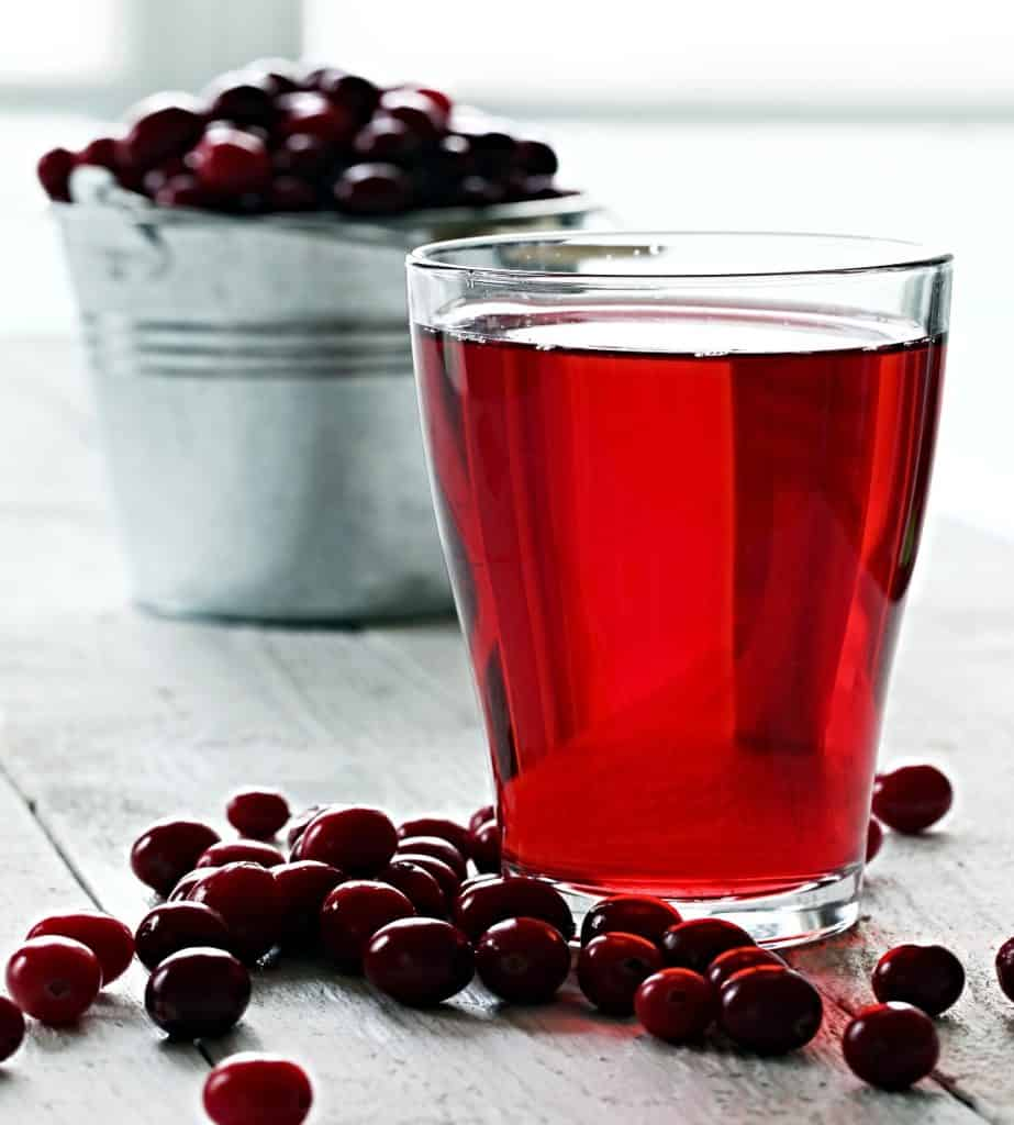 glass of cranberry juice and whole cranberries