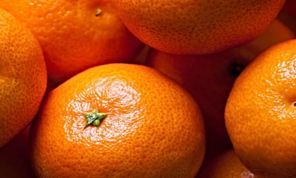 pile of mandarin oranges